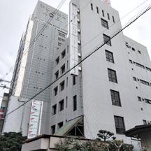 【不動産屋~看板施工事例~】 大阪府東大阪市の不動産屋さん。 老朽化に伴い、集合看板の意匠面張替え。